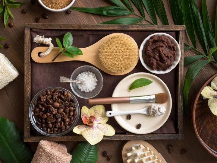 3 ТОП рецепти за скраб с етерични масла за кадифена кожа